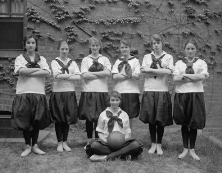 early 1900s photo FRIENDS SCHOOL. GIRLS BASKETBALL TEAM